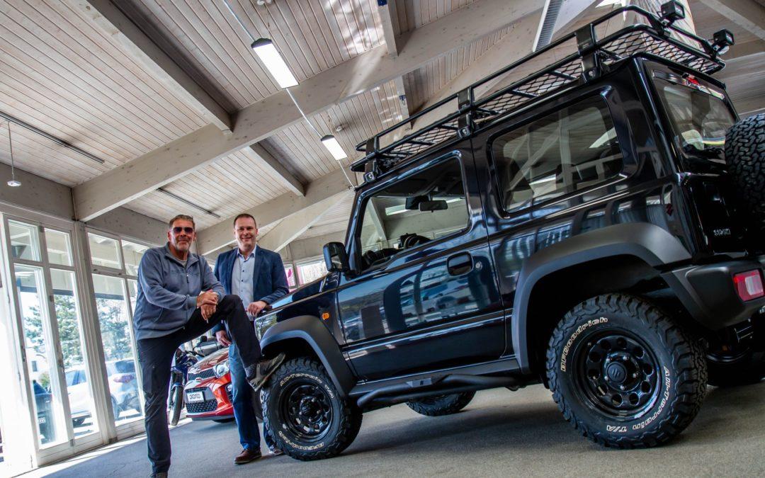 Schauspieler Sascha Hehn bekommt Suzuki Jimny von MAT Automobile!